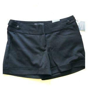 Sz7/8 NWT Maurices black shorts